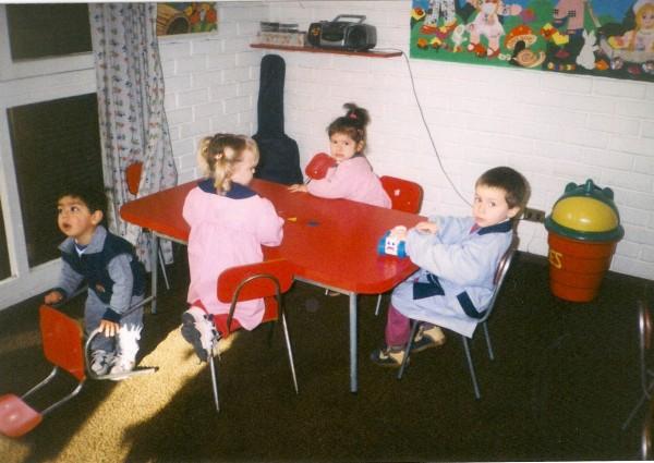 niños en jardin infantil